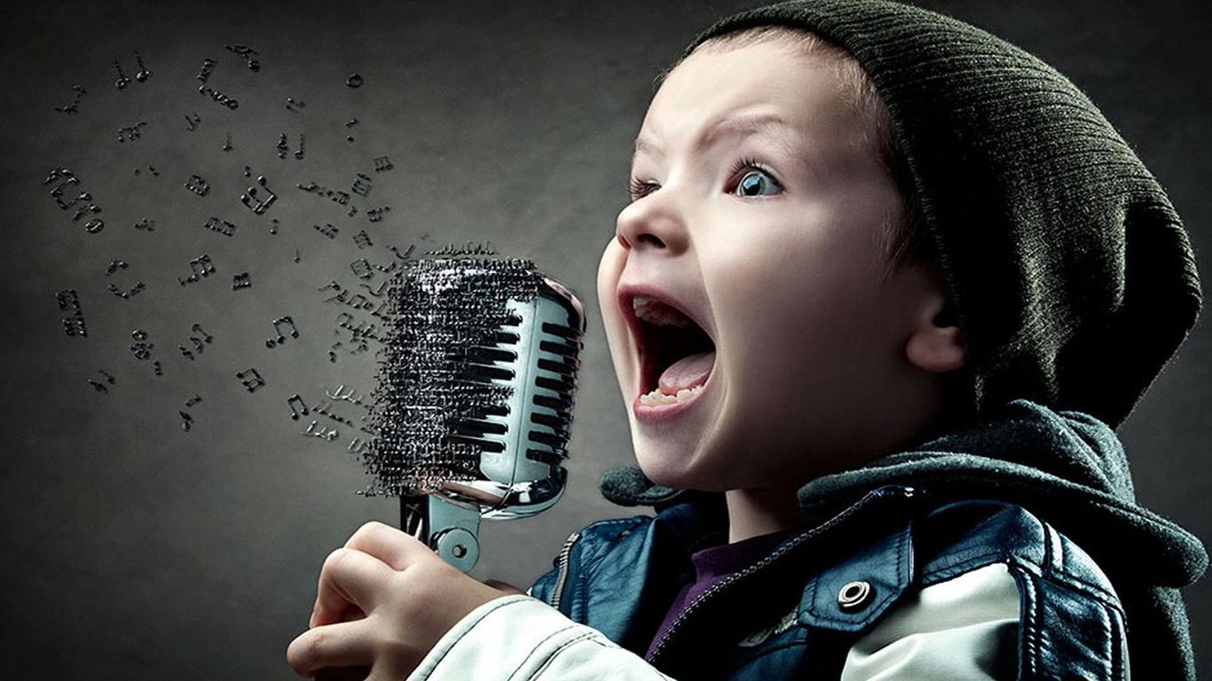 ребенок и микрофон