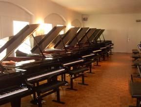 фирмы-производители фортепиано