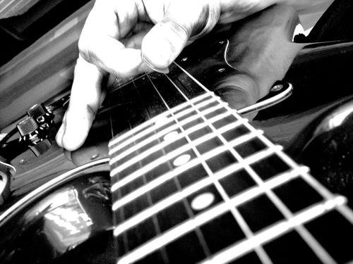 Приемы игры на гитаре, необычные